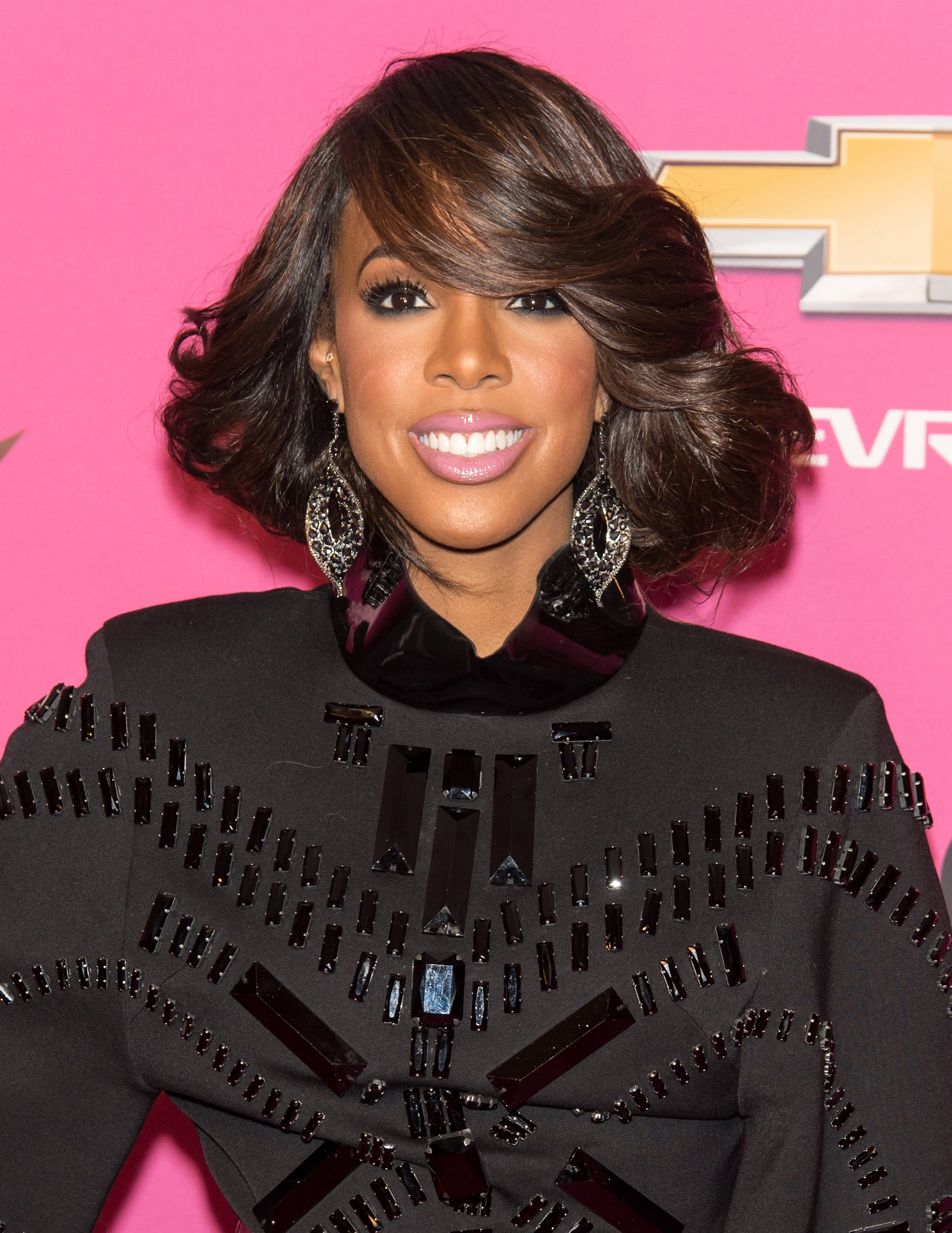 Kelly Rowland gave everyone on the carpet a lesson in full, bouncy blowouts.