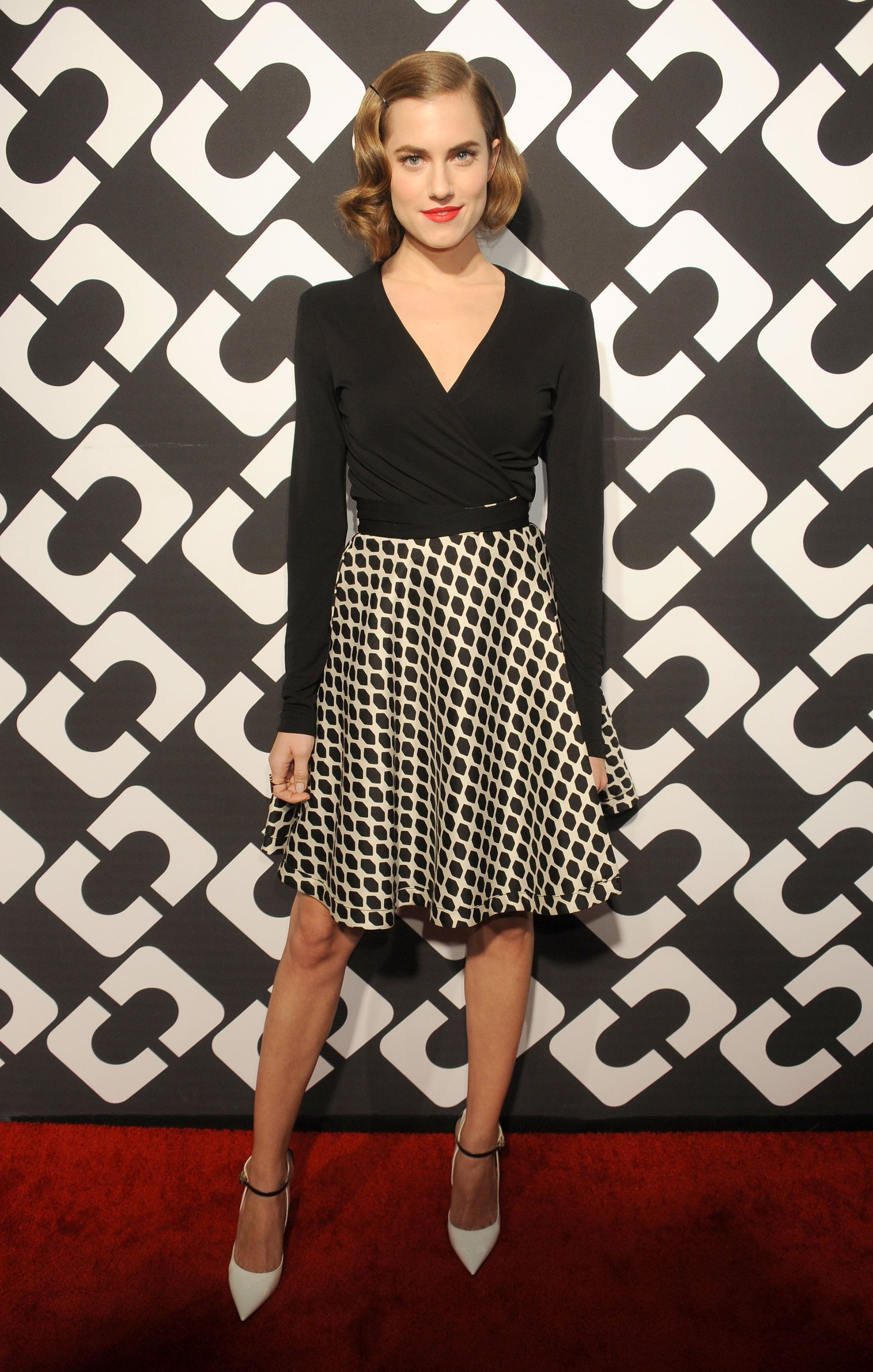 Allison Williams wore her hair in a faux bob at the Journey of a Dress bash on Friday.