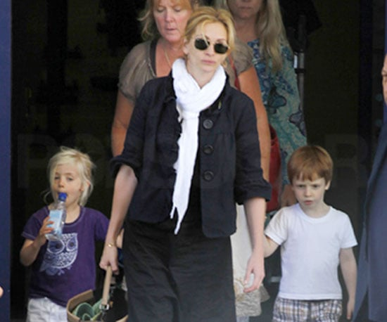 Slide Photos of Julia Roberts with Phinnaeus Moder and Hazel Moder on Their Way to George Clooney's House in Lake Como