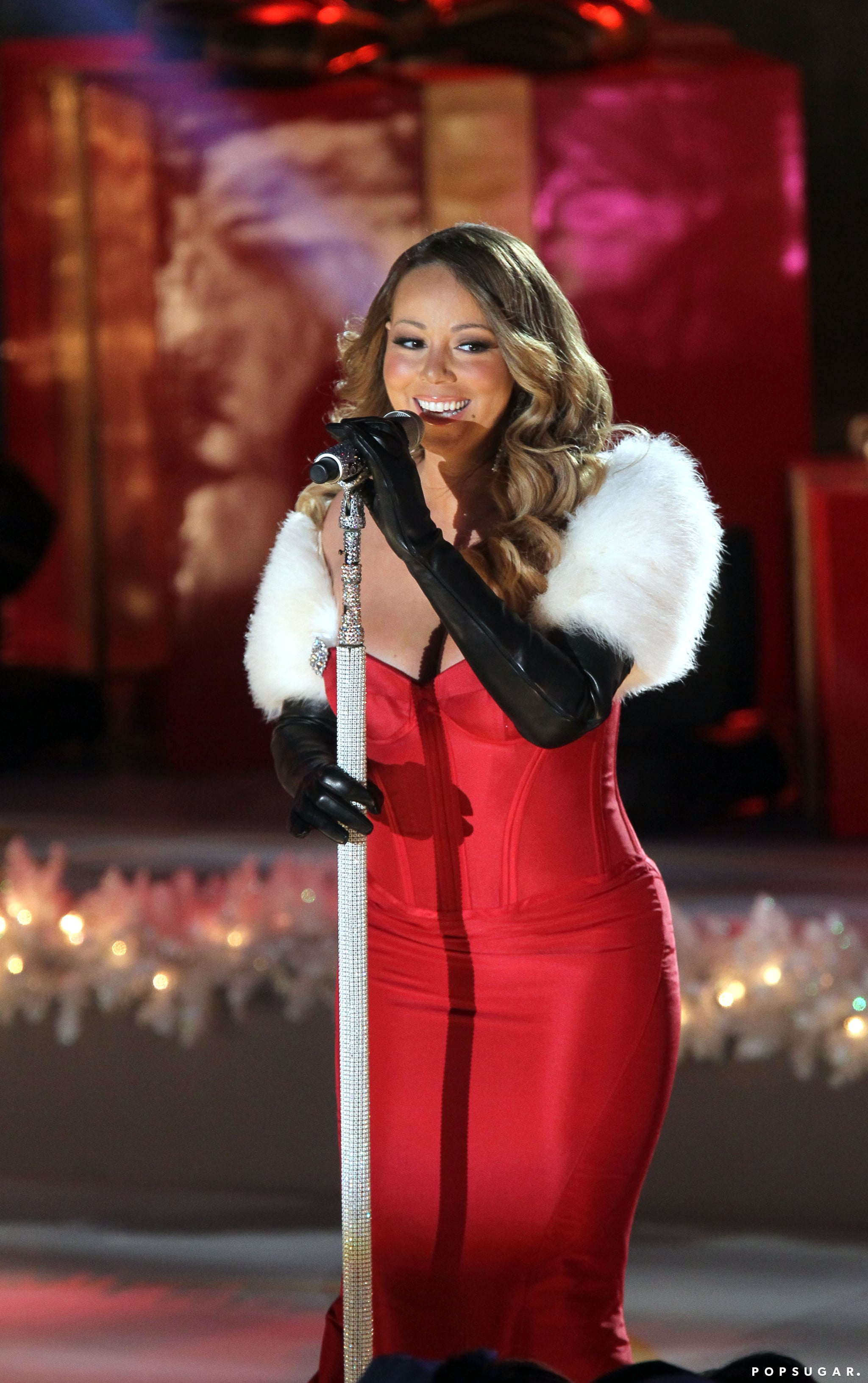 Mariah Carey rocked her best holiday attire during a performance at the Rockefeller Center tree lighting ceremony.