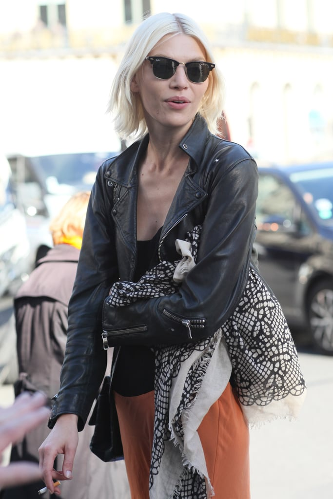 A scarf lent a touch of bohemian whimsy, while a pair of Ray-Bans solidified her cool factor.