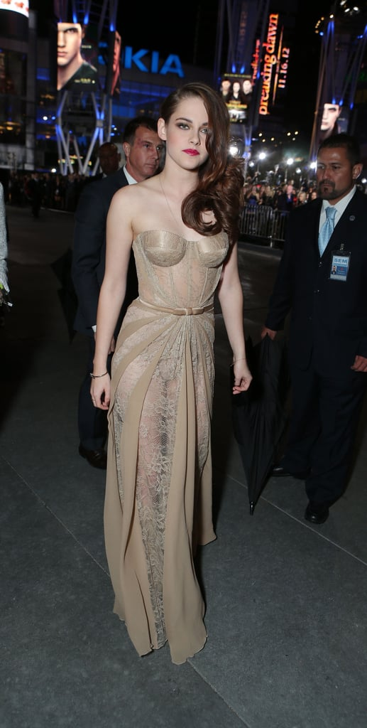 Kristen Stewart Gets Sexy to Pose With Rob at Breaking Dawn Premiere