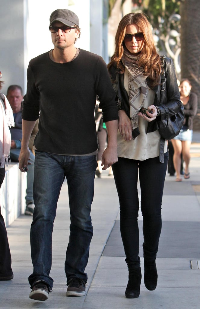 Kate looked cute and cozy layered up in a cropped leather jacket, midnight-blue jeggings, and black suede booties while walking hand-in-hand with husband Len Wiseman in February 2010. The actress accessorized her Winter separates with a printed scarf, oversize shades, and a leather hobo.