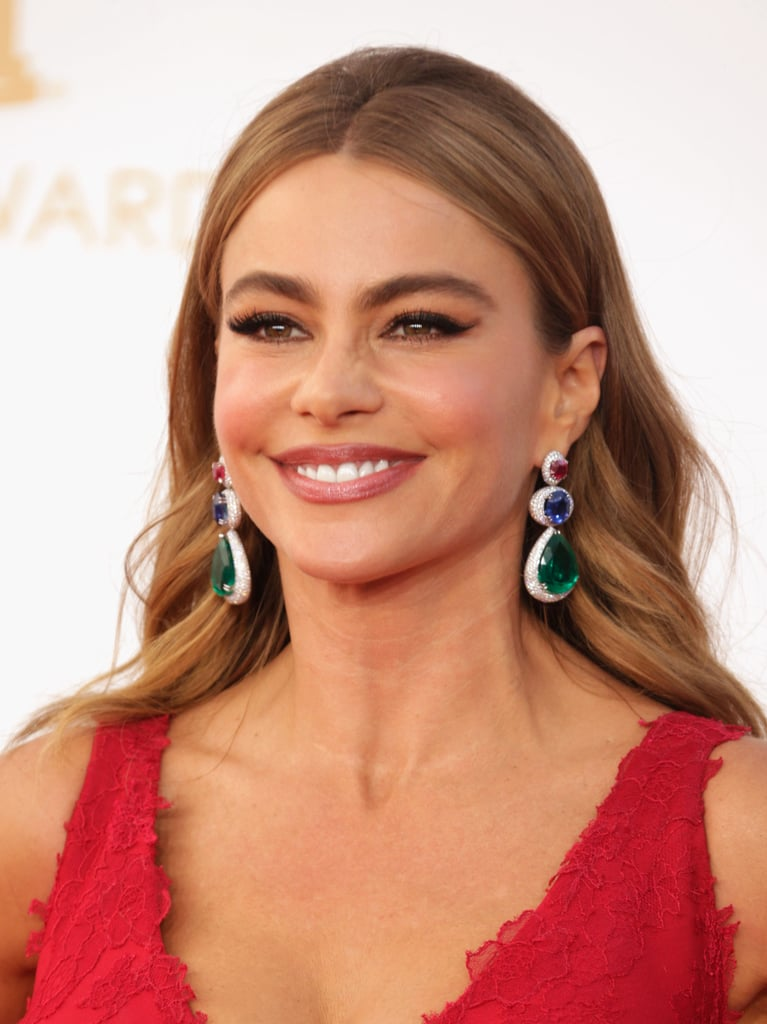 A very blond (and very sultry) Sofia Vergara played up her eyes with winged eyeliner and a subdued makeup palette.