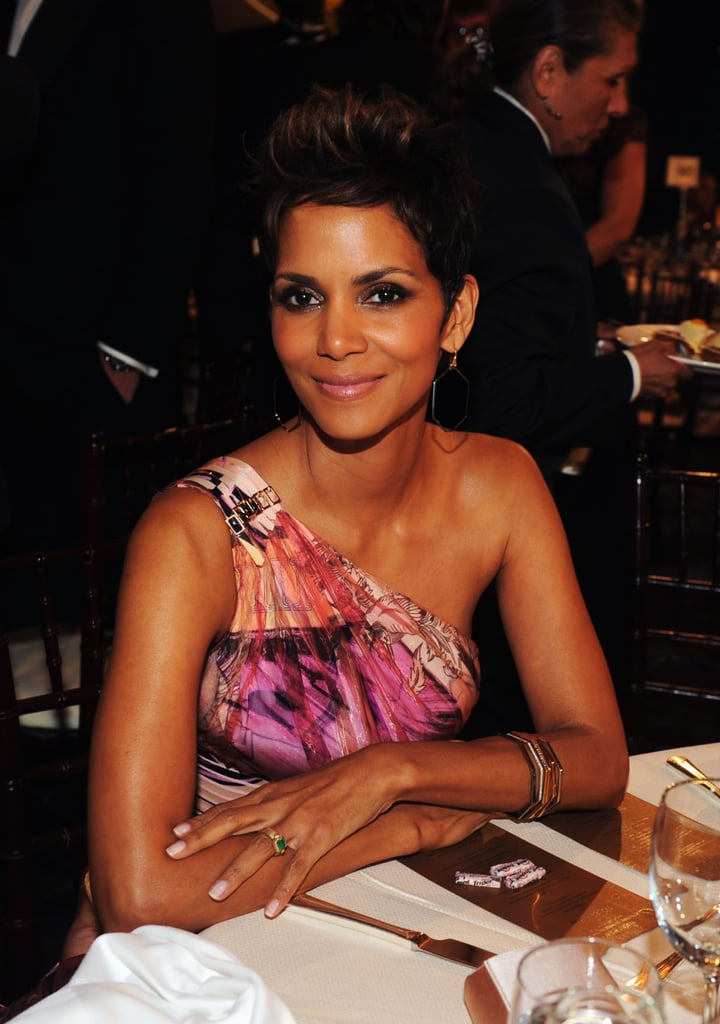 Halle Berry looked stunning while sitting at her Golden Globes table.