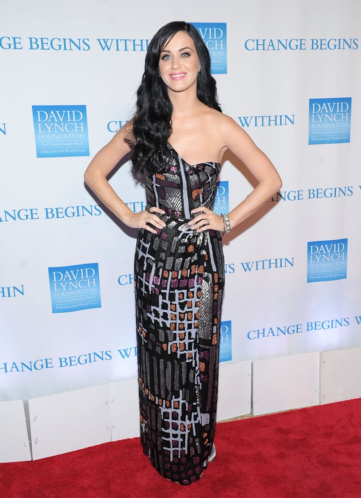 The singer chose a geometric-print one-shoulder Issa gown for a 2010 David Lynch Foundation event in NYC.