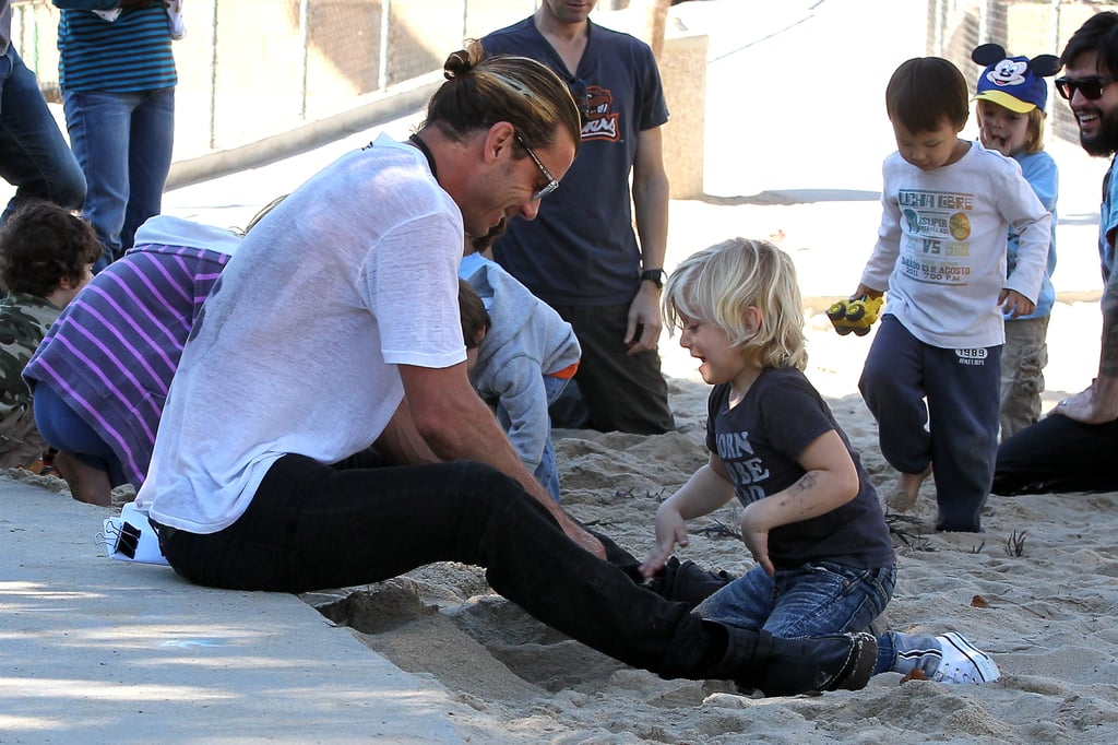 Gavin Rossdale played in the sand with Zuma Rossdale.