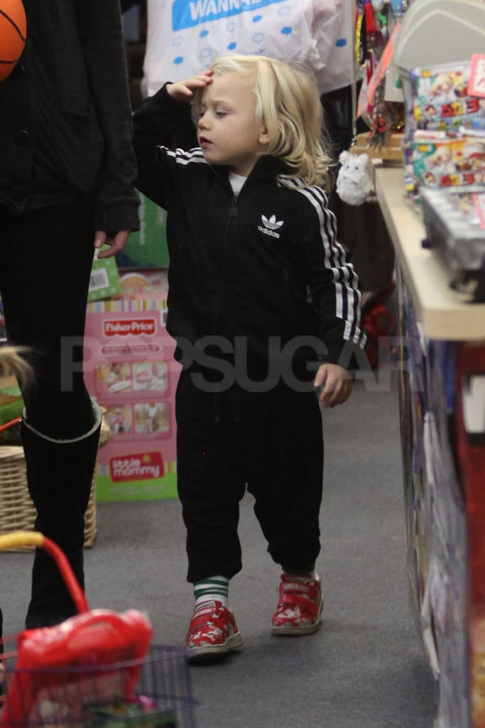 Zuma Rossdale in a tracksuit.