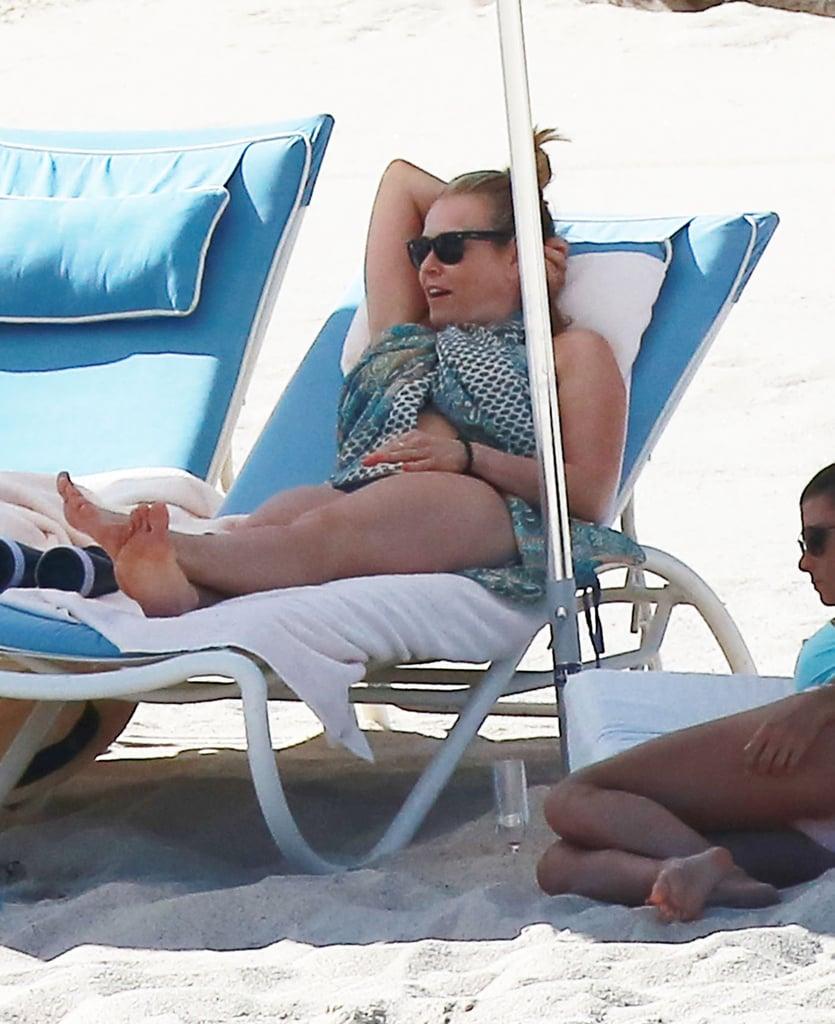 o9.icdn.ru  home nude  Chelsea Handler Wears Underwear on Beach March 2016