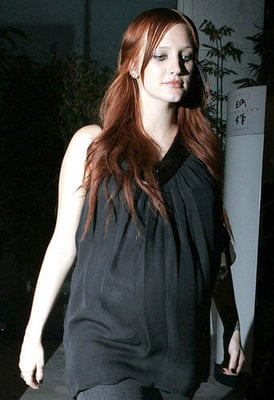 Pregnant Ashlee Disguises Her Bump in Black