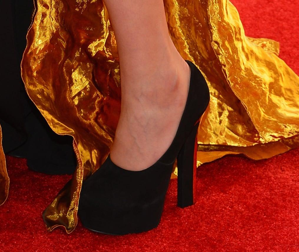Constance Jablonski wore black pumps.