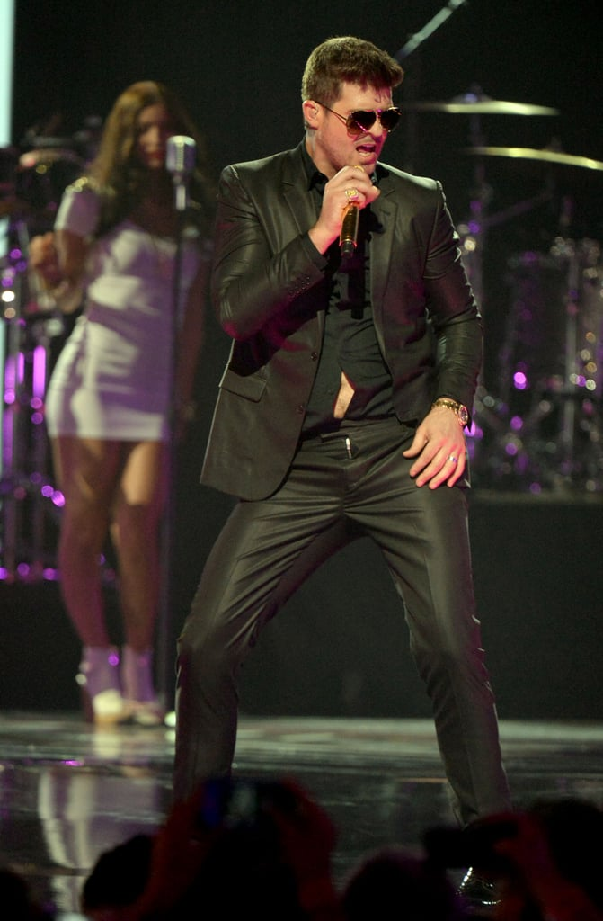 Robin Thicke wore a black suit.