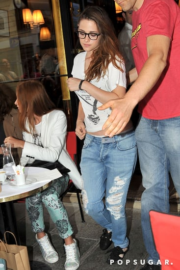 Kristen-Stewart-stopped-Paris-cafe-lunch