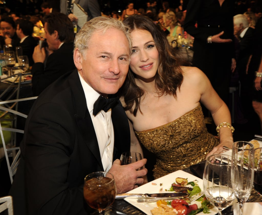 Jennifer Garner hung out with Victor Garber.