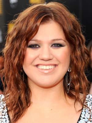 Photos of Kelly Clarkson at the 2009 American Music Awards 2009-11-22 16:29:06