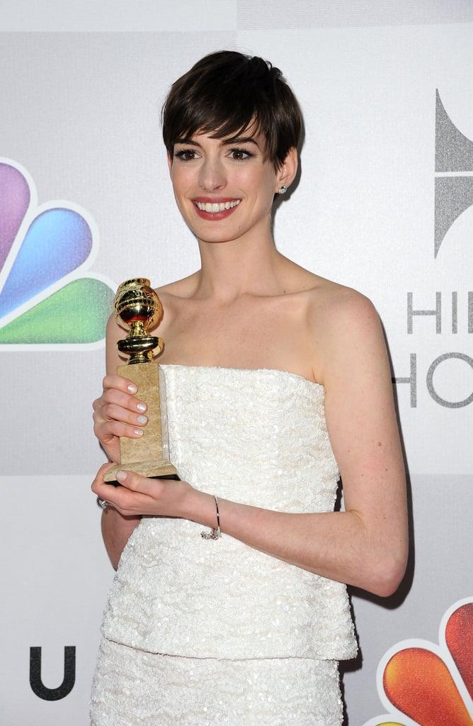 Anne Hathaway wore red lipstick.