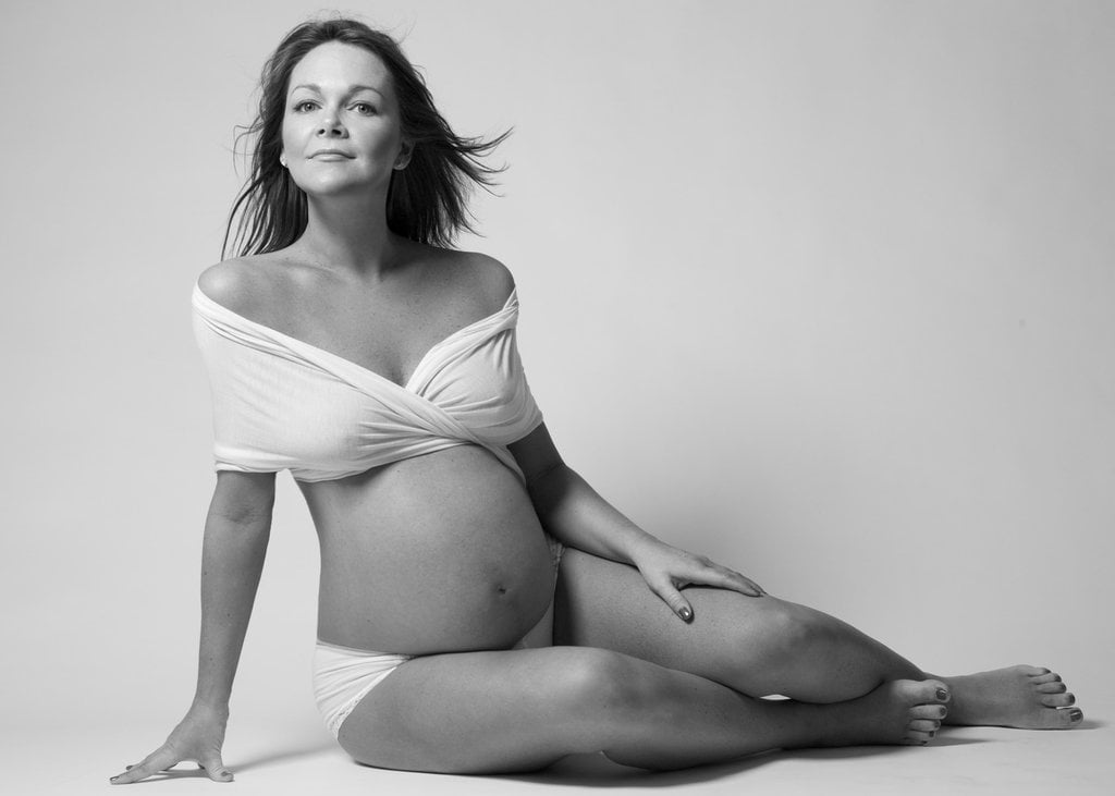 Pose For a Pregnancy Photo Shoot