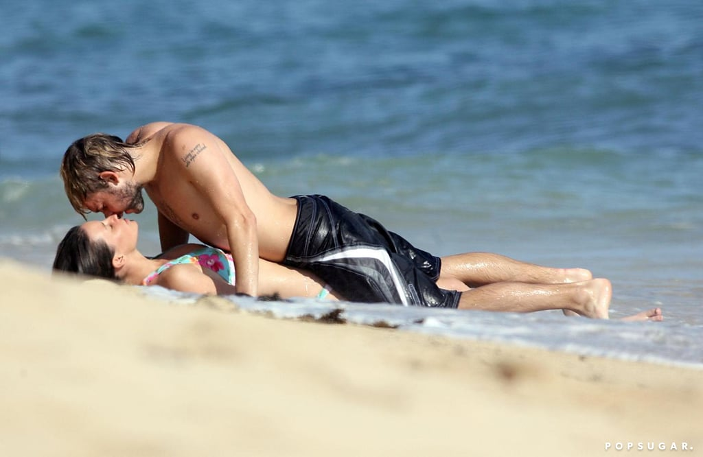 Evangeline Lilly and Dominic Monaghan got cozy in May 2006 while on the beach in Oahu.