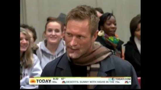 Aaron Eckhart Breaks His Arm on the Set of Battle: Los Angeles and Continues to Shoot!