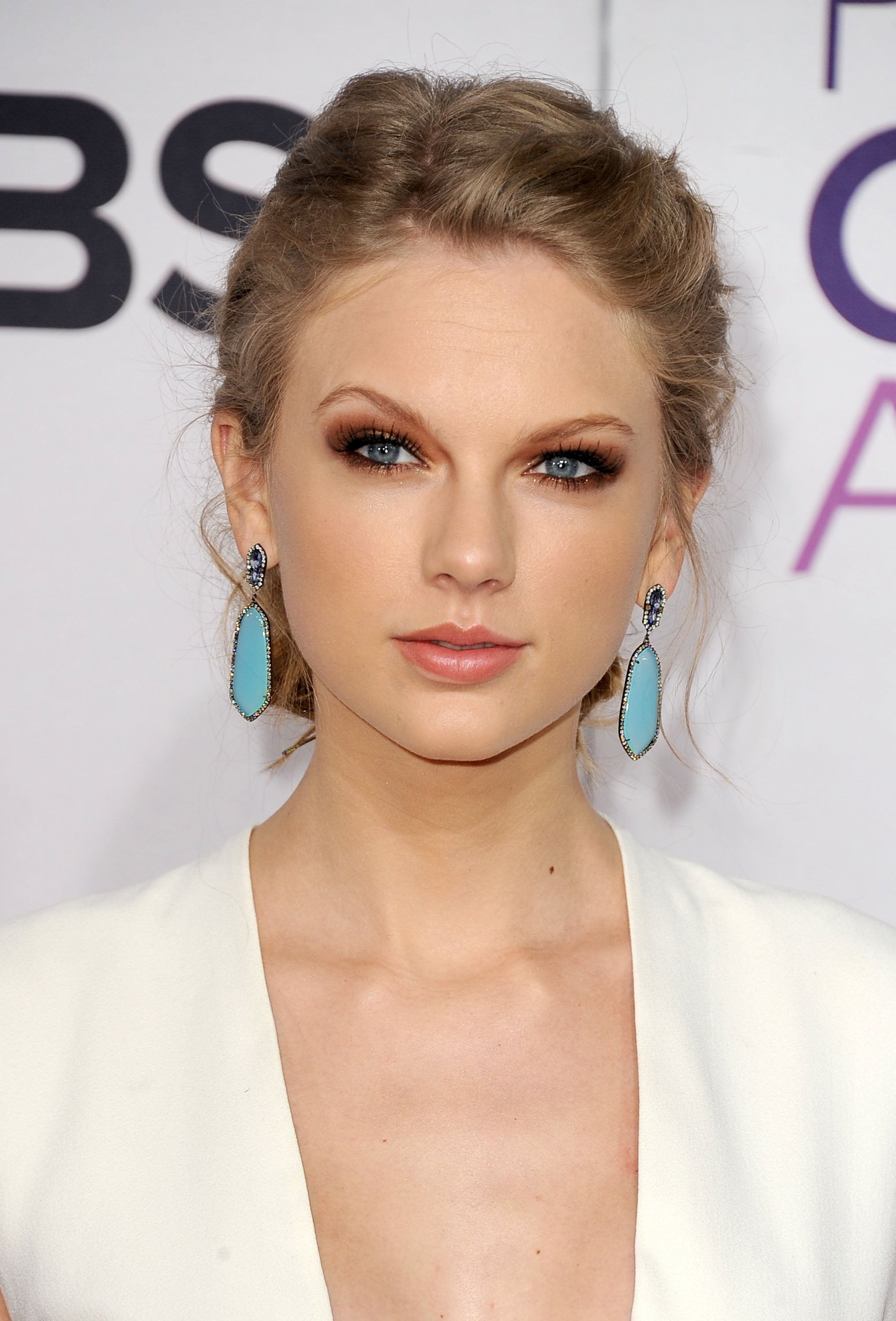 Taylor Swift walked the red carpet at the 2013 PCAs.