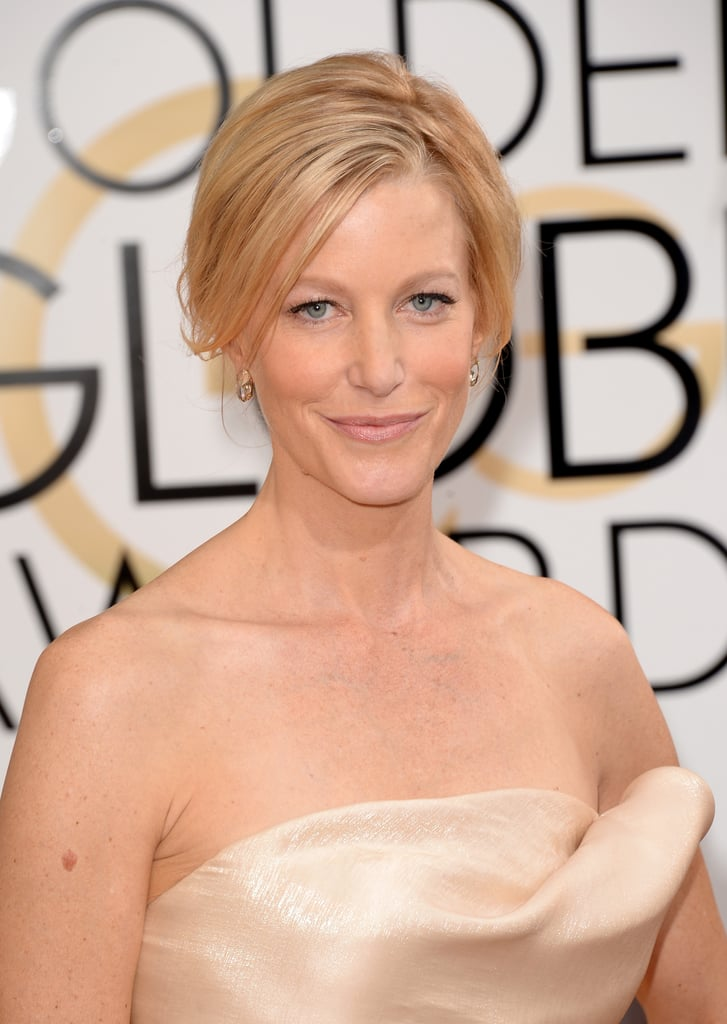 The eyes have it! Anna Gunn enhanced her natural beauty with doe-eyed lashes and petal-pink lipstick.