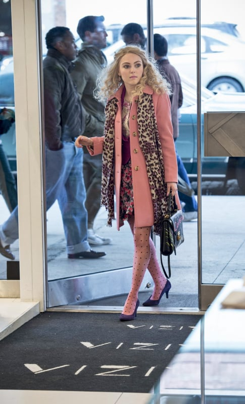 Carrie topped her mixed-print pairing — floral separates, polka-dot Kate Spade tights, and leopard scarf — with a pastel J.Crew trench. Source: The CW
