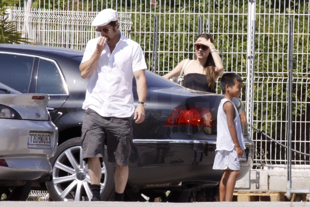 Photos of Brad and Angelina at the Pet Store