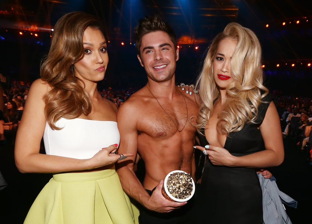 Zac Efron made an ab-tastic appearance at the MTV Movie Awards on Sunday, posing for a snap with Jessica Alba and Rita Ora.