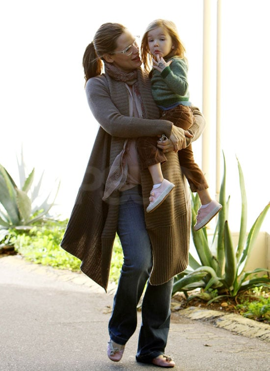 Jennifer Garner carried Seraphina to Starbucks in LA.