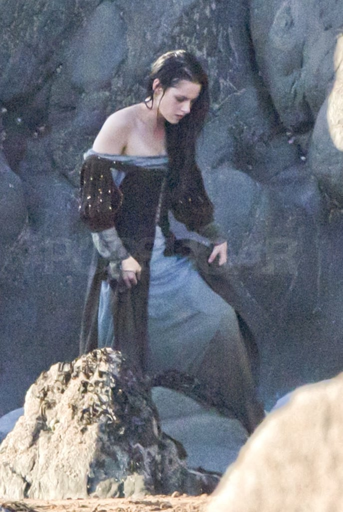 Kristen Stewart wore a romantic dress on the set.