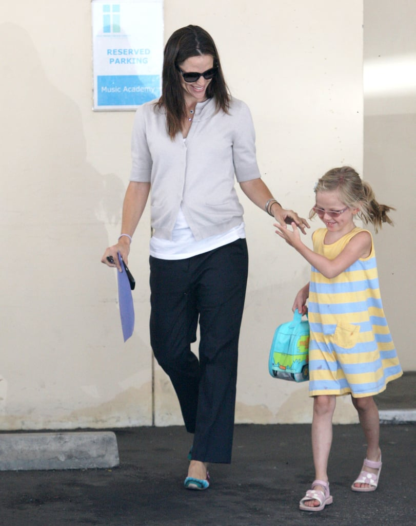 Jennifer Garner Does a School Run With Violet as Ben Affleck Heads Out