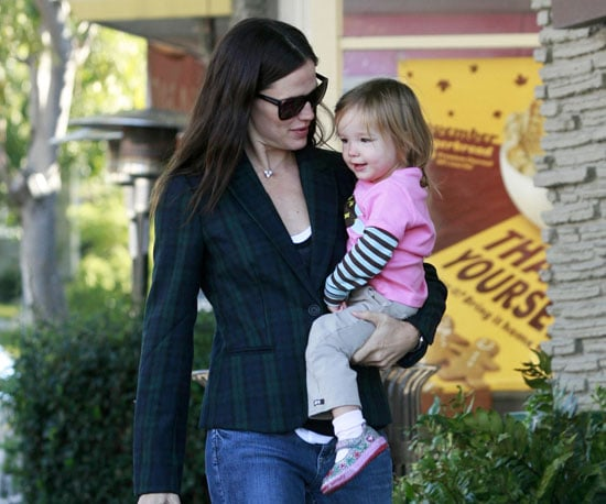 Slide Picture of Jennifer Garner and Seraphina in LA 2010-11-12 15:15:41