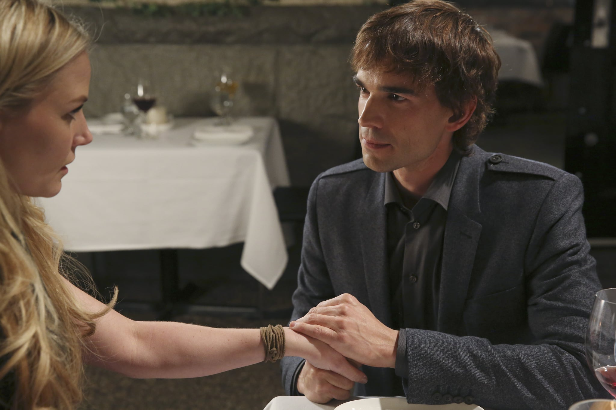 Christopher Gorham guest-stars as Emma's date.