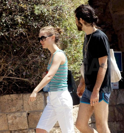 Natalie Portman and Devendra Banhart in Israel 2008-05-30 12:02:47