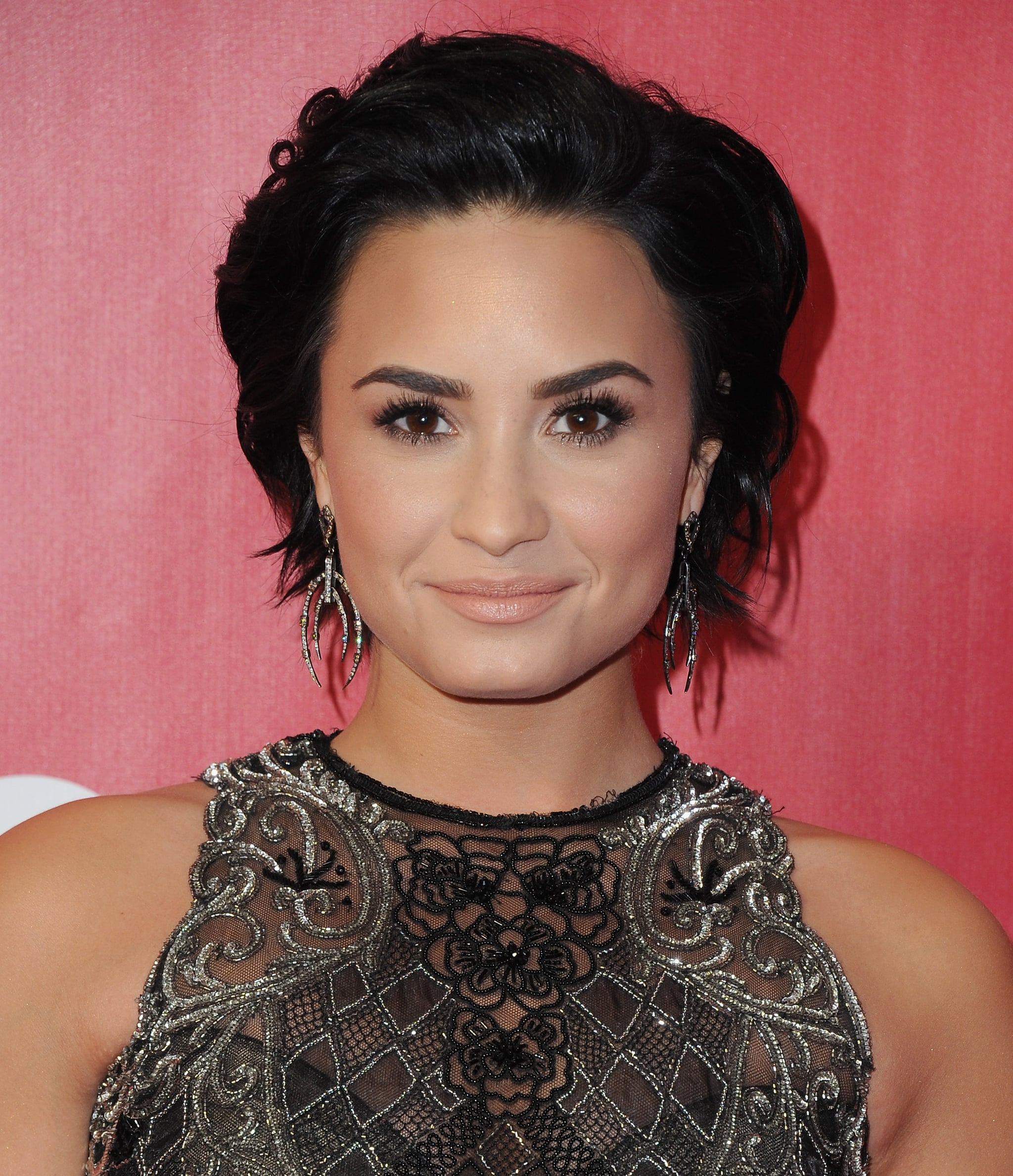 Demi Lovato Short Hair Cut 2016
