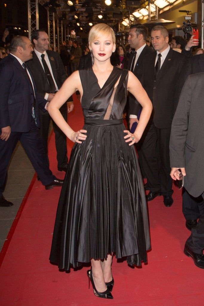 We're all about this dark, striking look on Jennifer. Her vampy makeup played to the avant-garde silhouette of Dior's asymmetric number.
