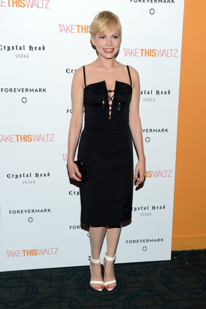Michelle Williams wore a black dress to a premiere in NYC.