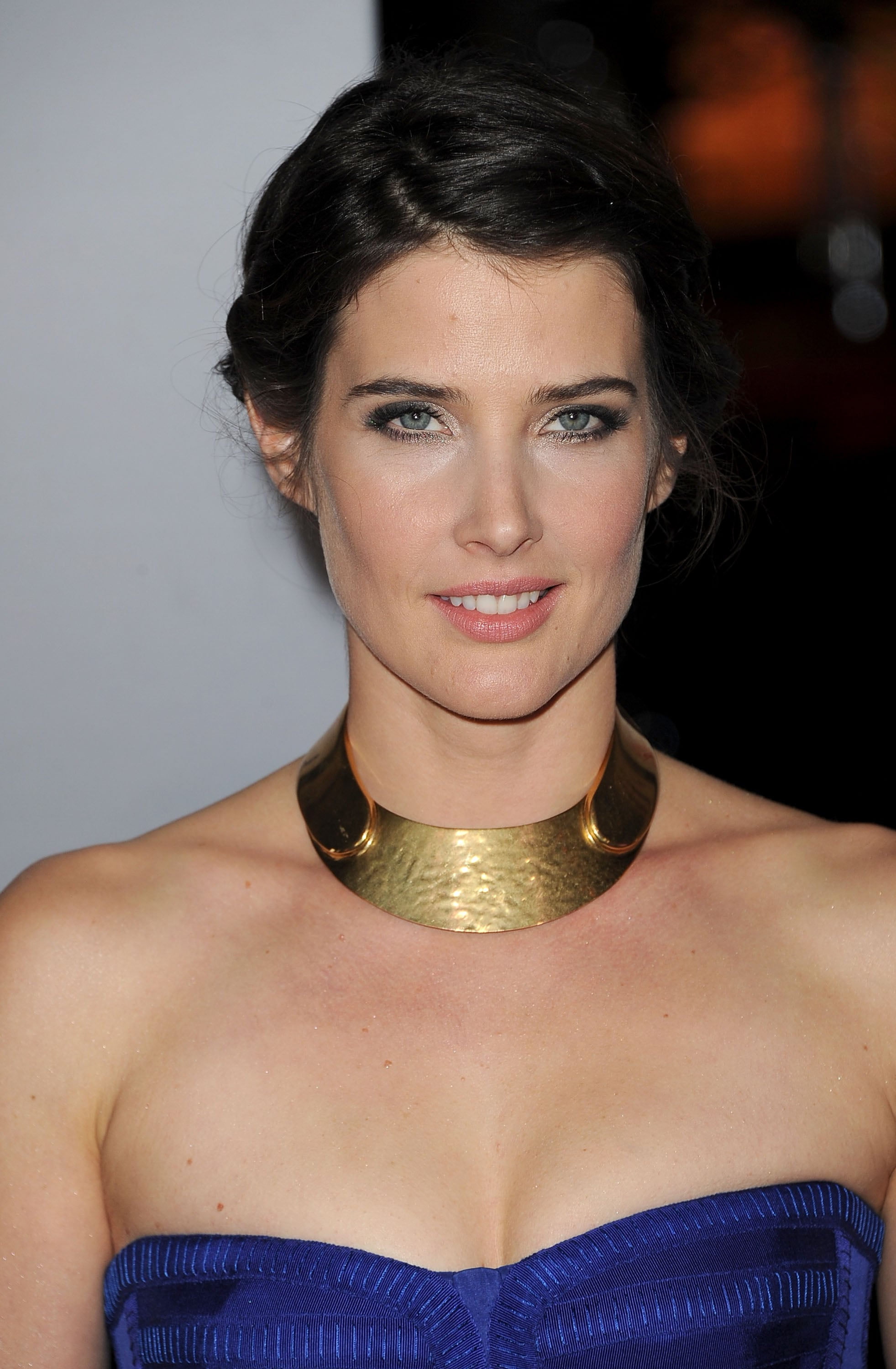 Cobie Smulders had textured hair at the People's Choice Awards.