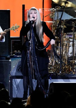 Stevie Nicks Uses the Power Plate to Stay in Shape