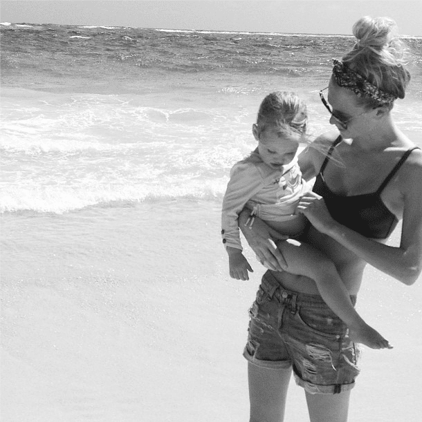 Poppy Delevingne took a time-out to play with her goddaughter. Source: Instagram user poppydelevingne