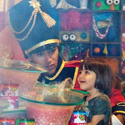 Photo of Suri Cruise at Fao Schwarz