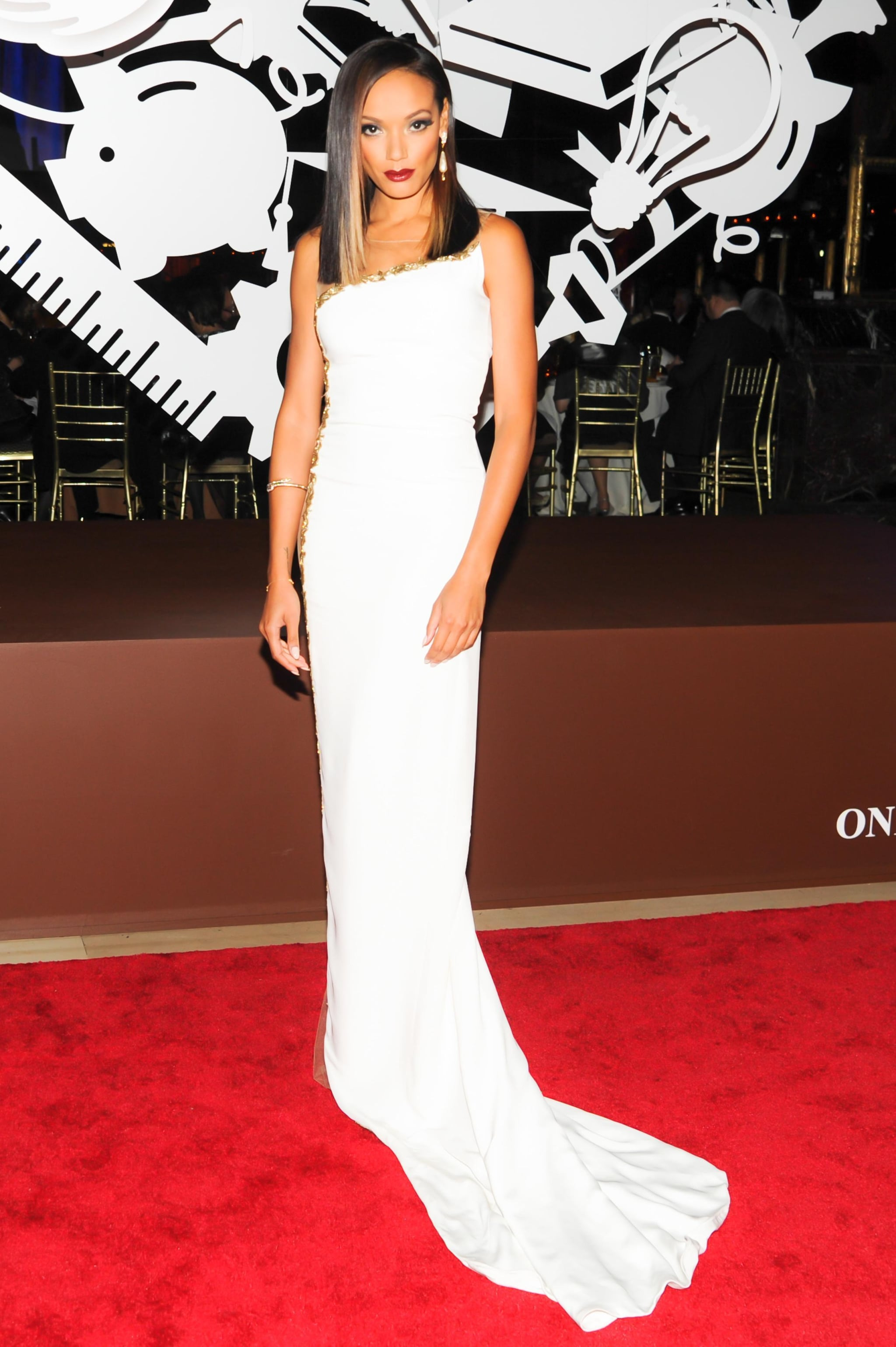 Selita Ebanks worked every angle of her side-slit white gown at Cipriani.