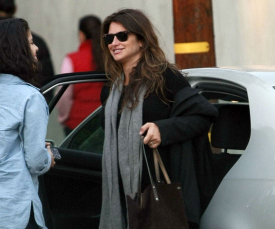Slide Picture of Penelope Cruz Shopping