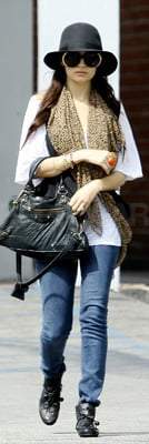 Nicole Richie Wears Black Floppy Hat
