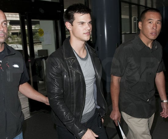 Slide picture of Taylor Lautner at LAX 2010-04-27 16:00:00