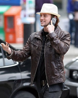 Eclipse's Jackson Rathbone Spotted in Vancouver Along With Robert Pattinson and Kristen Stewart With an LG Lotus Phone