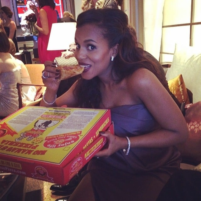 Kerry Washington finally got her gluten-free pizza fix in the Oscars green room. Source: Instagram user kerrywashington