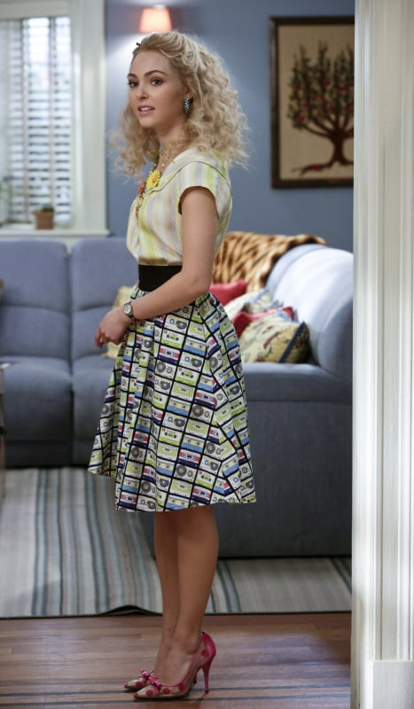 Carrie paired her printed skirt with these polka-dot Kate Spade pumps ($164, originally $328). Source: The CW
