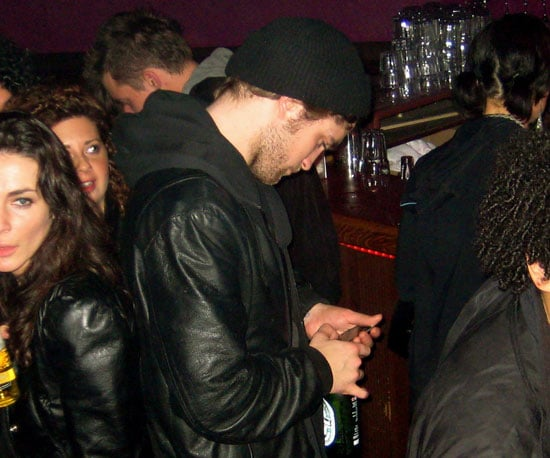 Photo of Robert Pattinson Out in Vancouver 2009-04-03 15:45:00