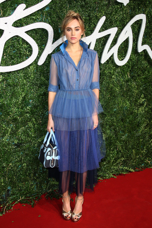Suki Waterhouse Everyone Is Winning On The British Fashion Awards Red Carpet Popsugar Fashion